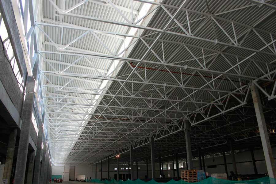 Потолок и ферма склада из металлоконструкций