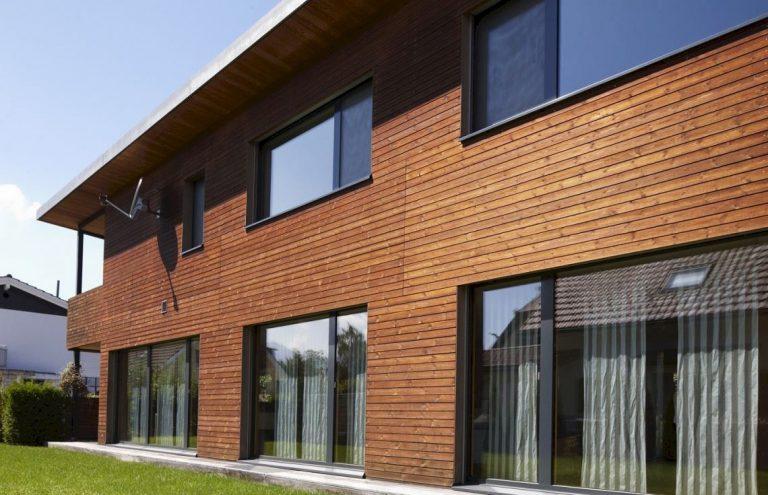 Фасад облицованный деревянными панелями