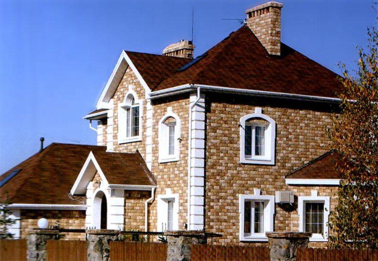 Частный дом облицованный камнем