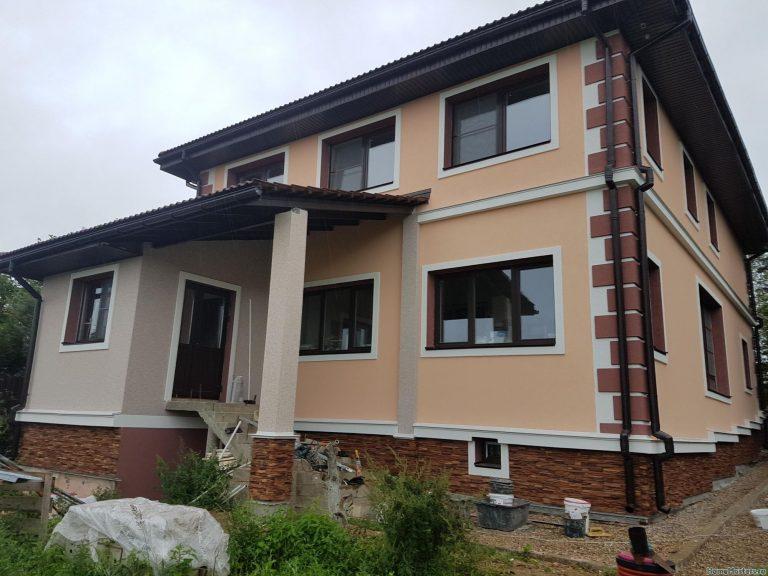 Фасад с отделкой из пенопласта