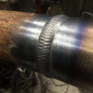 Сварочный шов на стыке труб
