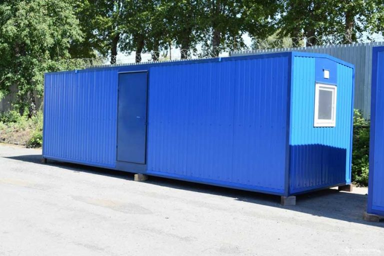 Синяя евробытовка из блок контейнера