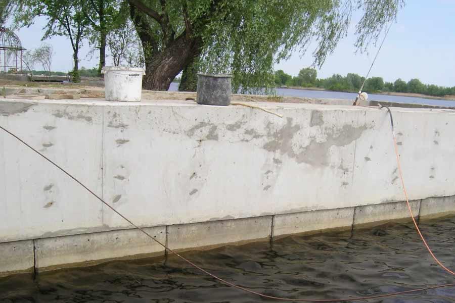 бетонное шпунтовое укрепление берега